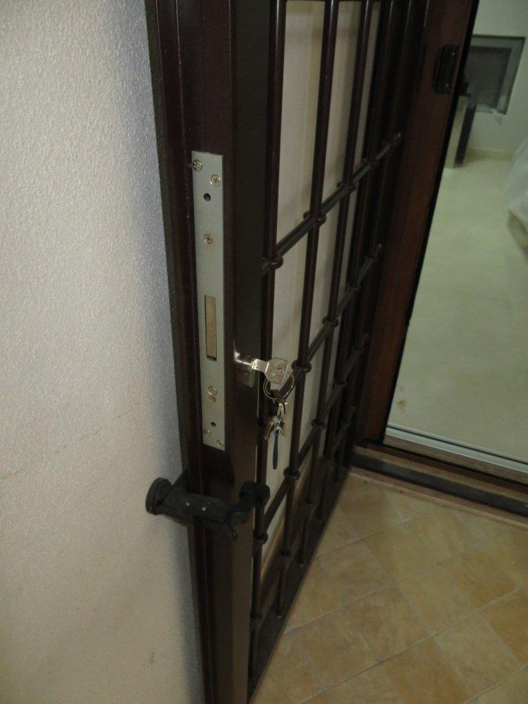 grata in ferro con serratura Cisa serramenti sicurezza