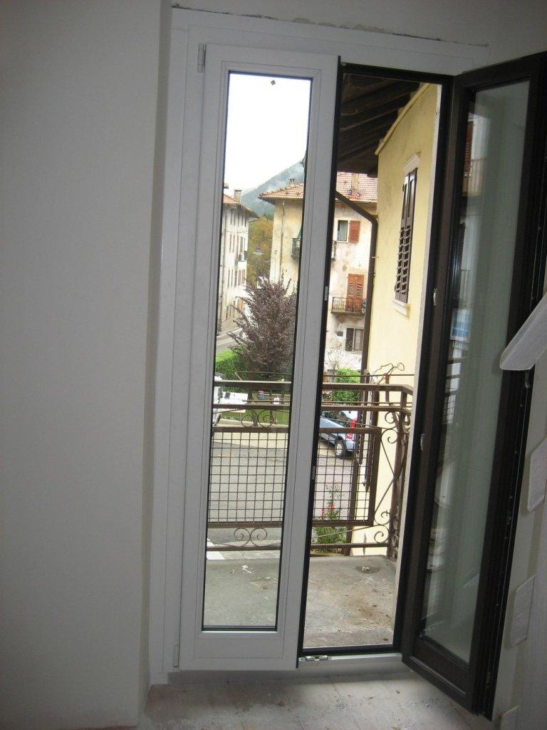 finestra aperta alluminio legno cimet