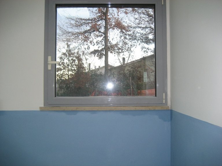 finestra in alluminio con anta ribalta a taglio termco