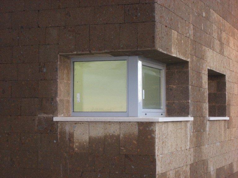 finestra angolo alluminio