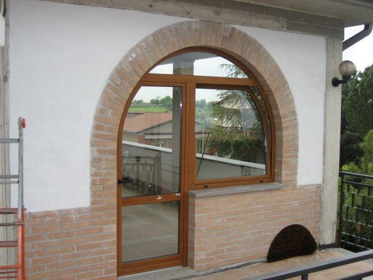 finestra ad arco alluminio