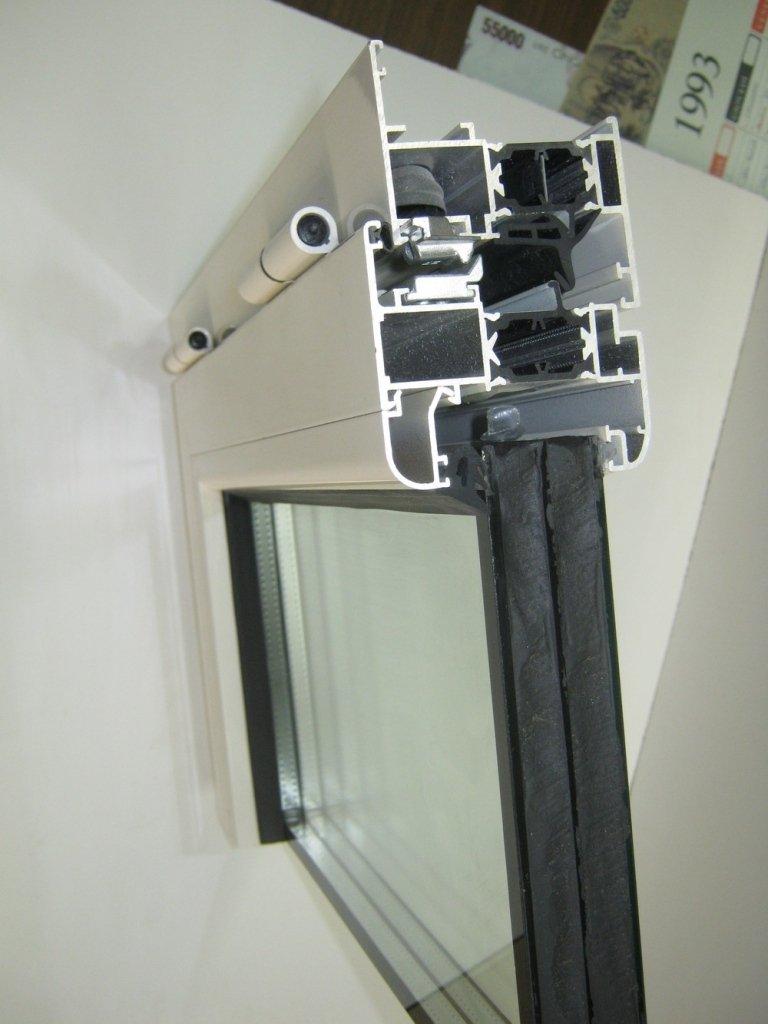 taglio alluminio con vetro con ug 0.6
