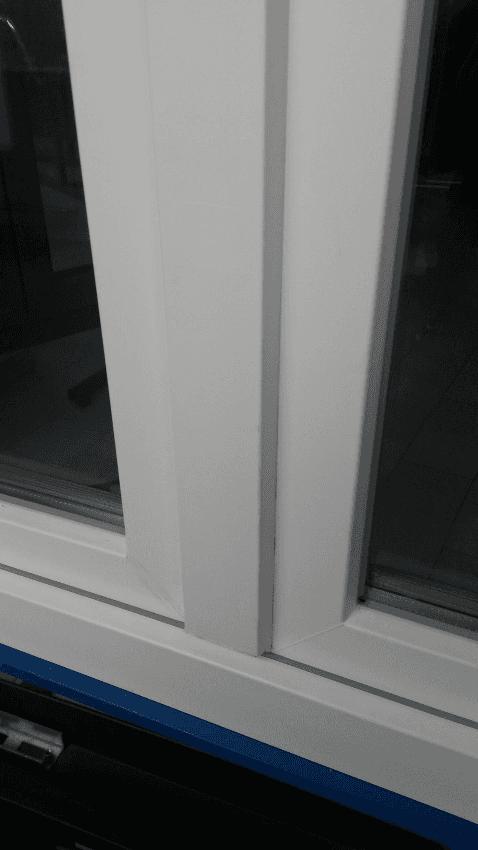 Particolare esterno con anta squadrata