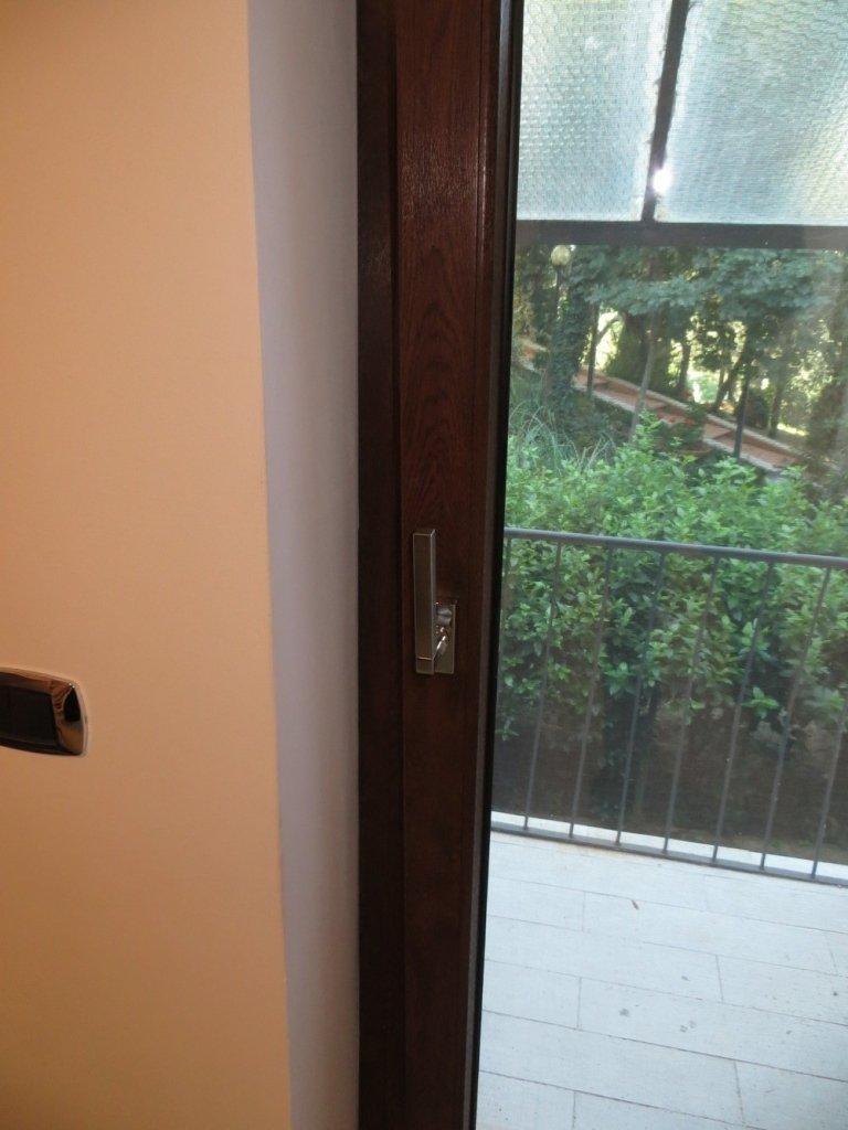particolare maniglia finestra pvc Brillant design