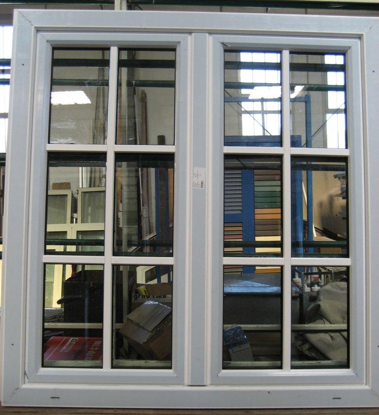 Inglesina in pvc riportata su vetro finestra