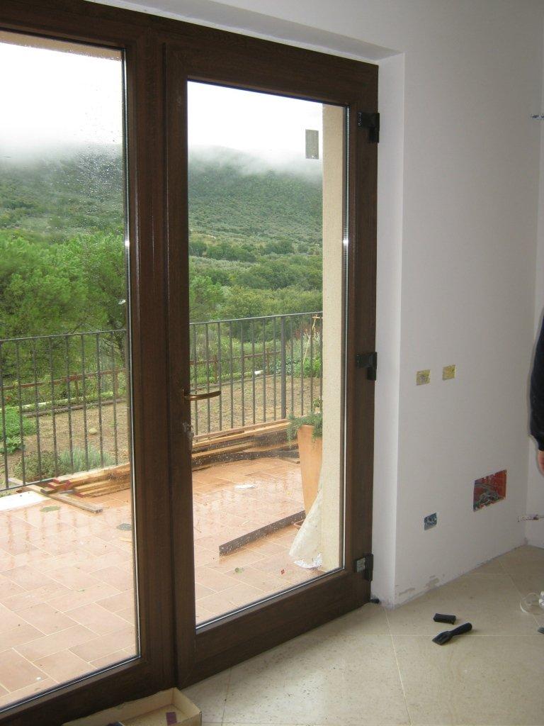 porta vetrata con serratura di sicurezza