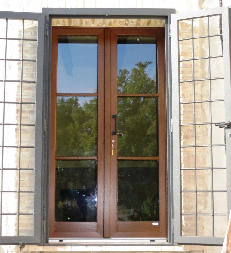 porta in pvc vetrata con inglesina nel vetro Terni Viterbo Orvieto Amelia