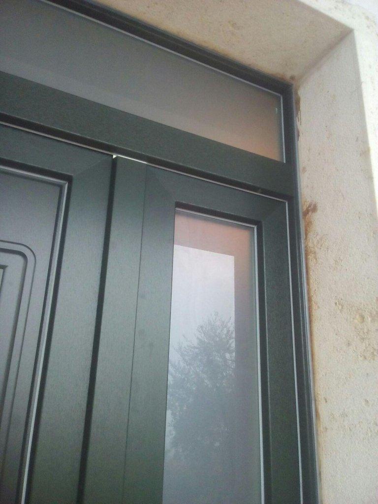 Portone vetrato con pannelli bugnati terni