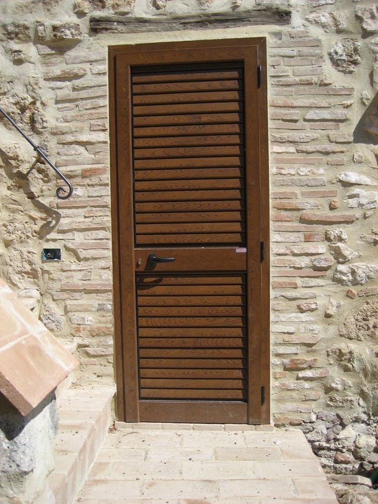 persiana porta alluminio chiaro