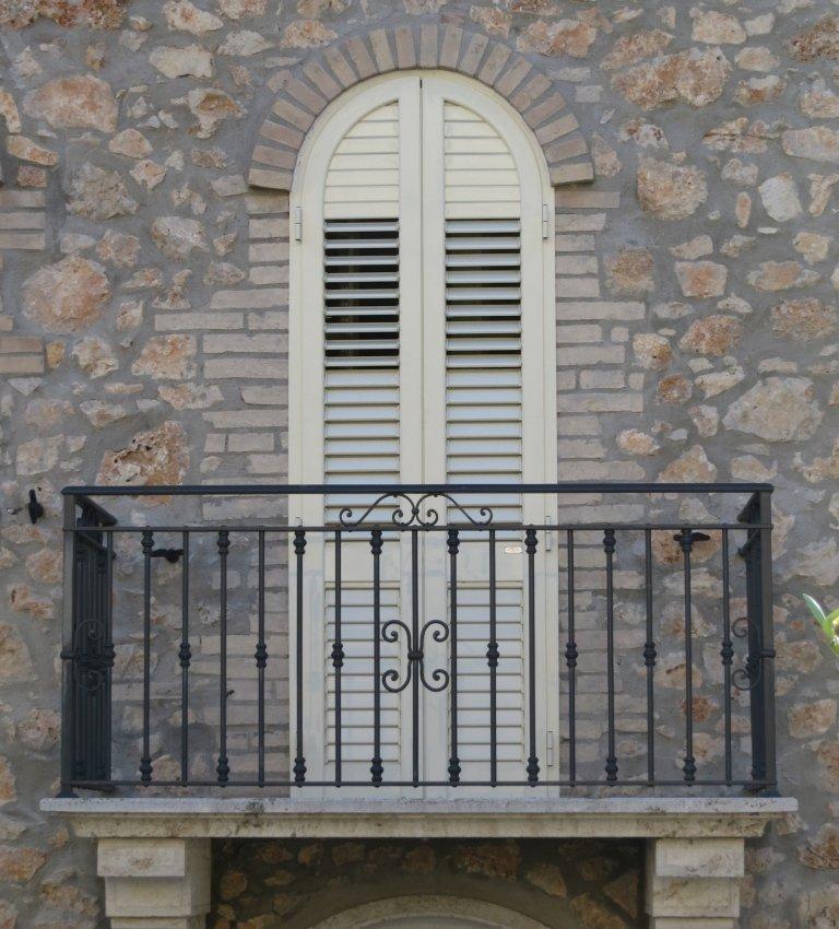 Porta persiana orientabile con finitura ral