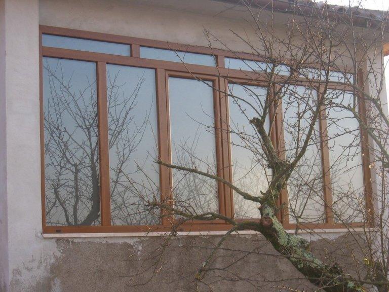 veranda con vetri e pvc
