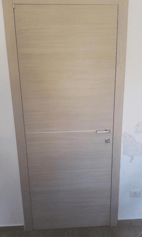 Porta interna moderna con inserti acciaio inox