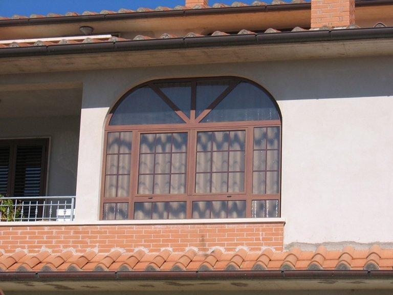 finestra lavorata alluminio