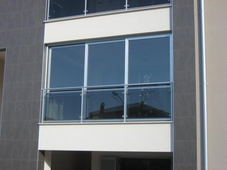Chiusura terrazzo scorrevole certificata Terni Viterbo Orvieto