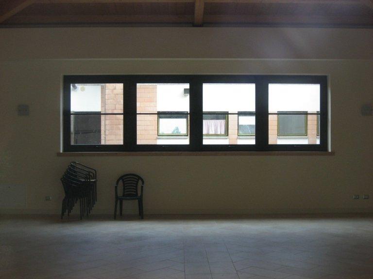 finestre alluminio interno edificio