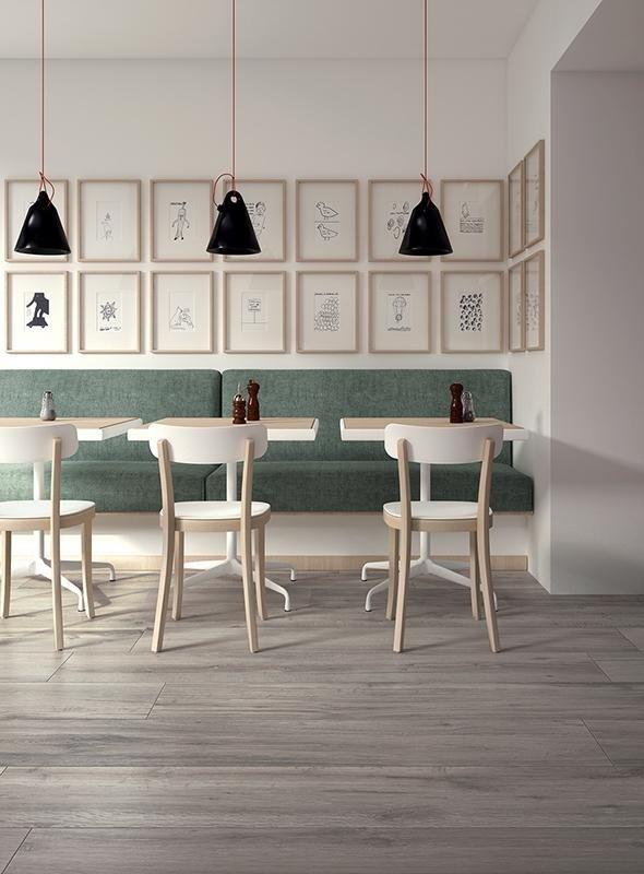 tavoli del ristorante apparecchiati in modo elegante