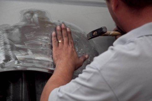 rimozione di vernice da un'auto