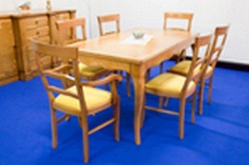 tavolo con sedie legno chiaro