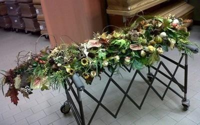 una composizione di fiori