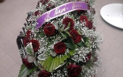 un bouquet di rose rosa