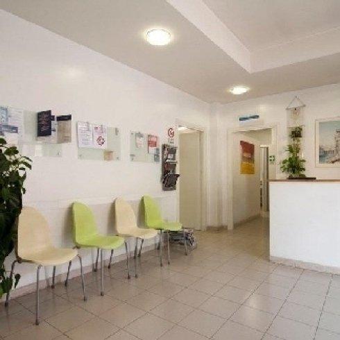 sala di attesa centro fisioterapico Alfa