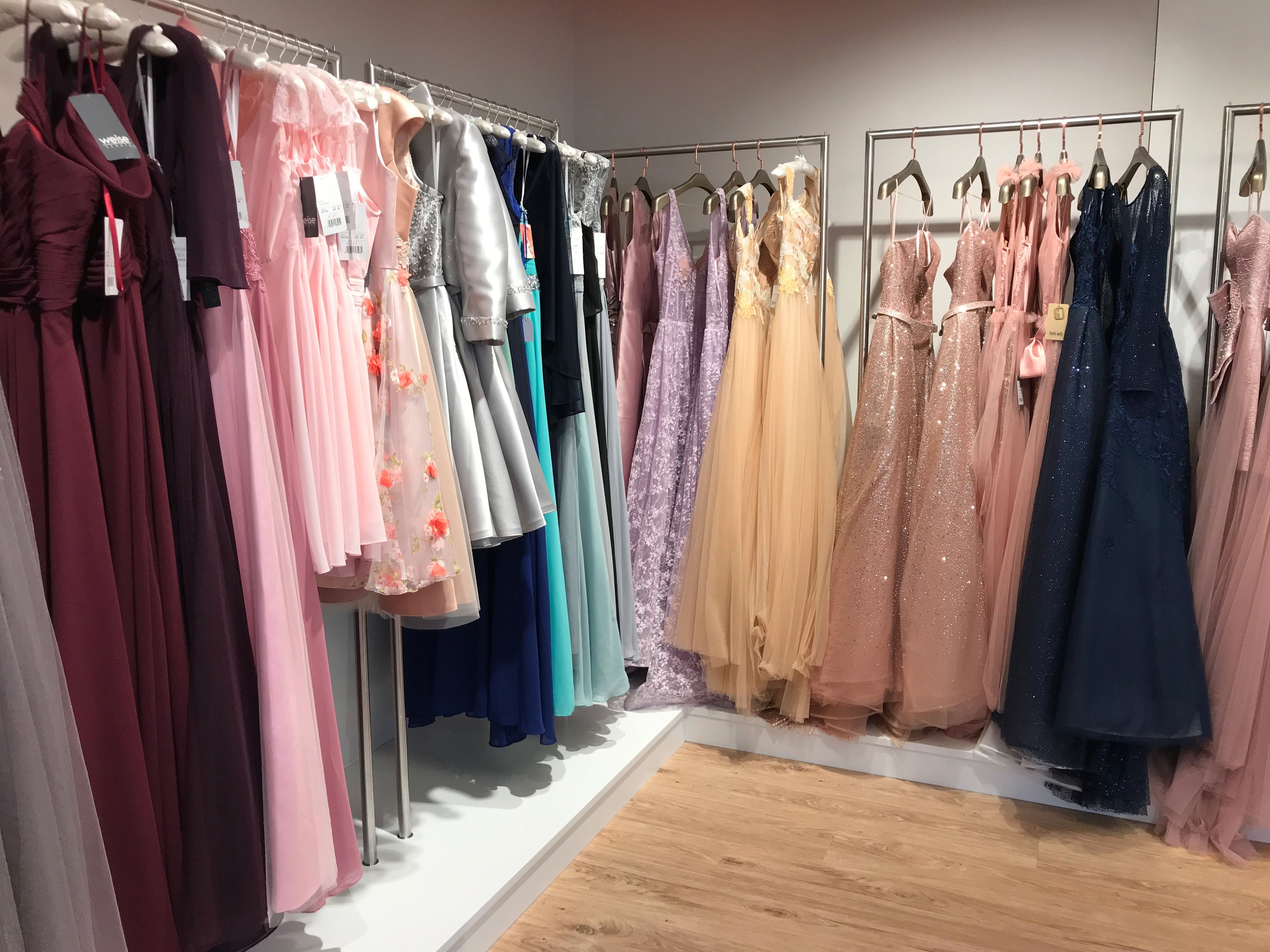 0ef58c070bd Kurz oder lang  Wie die Suche nach dem perfekten Abiball-Kleid ein ...