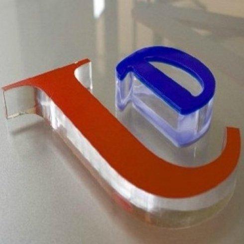 produzione insegne plexiglass
