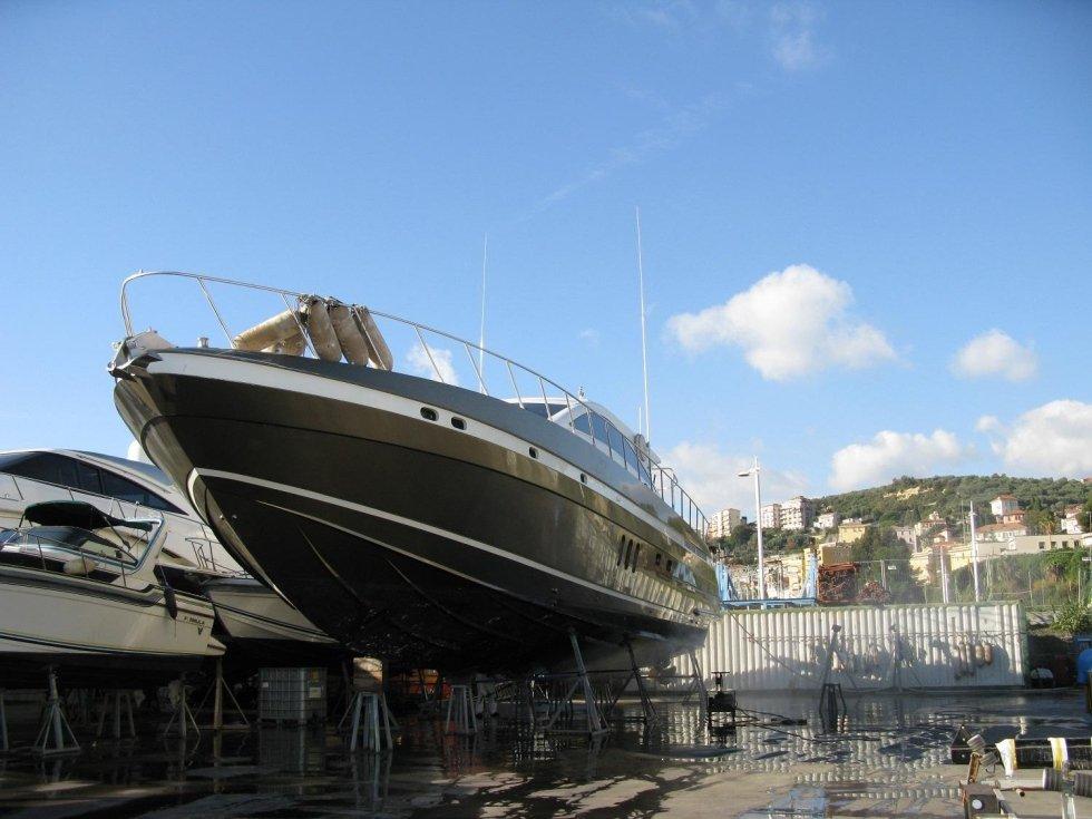 yacht dopo riparazione
