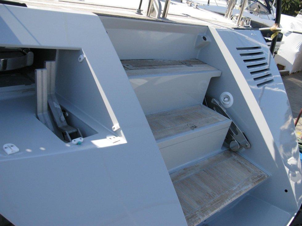 riparazione scaletta yacht terminata