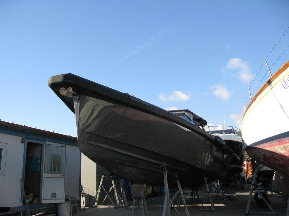 yacht in attesa verniciatura
