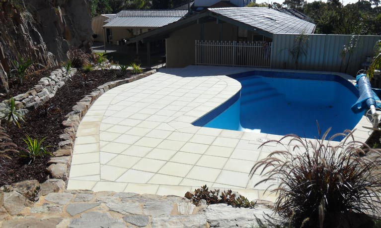 Southern Scapes Retaining Wall and Excavations wall retaining swimming pool