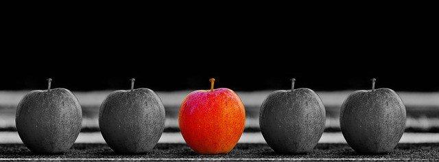 red apple between grey apples, ads, instagram, targeting