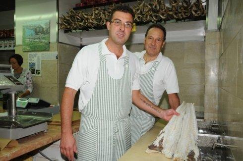 Mario e Alessandro Cupido al negozio di Piazza delle Erbe