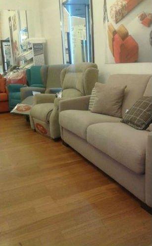 assortimento di divani e poltrone