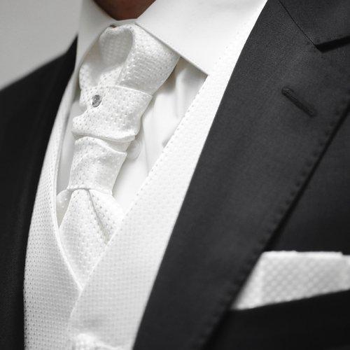 dettaglio di una cravatta di uno sposo
