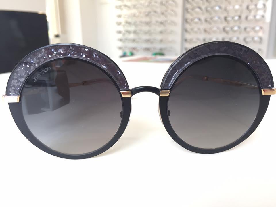occhiali da sole scuri