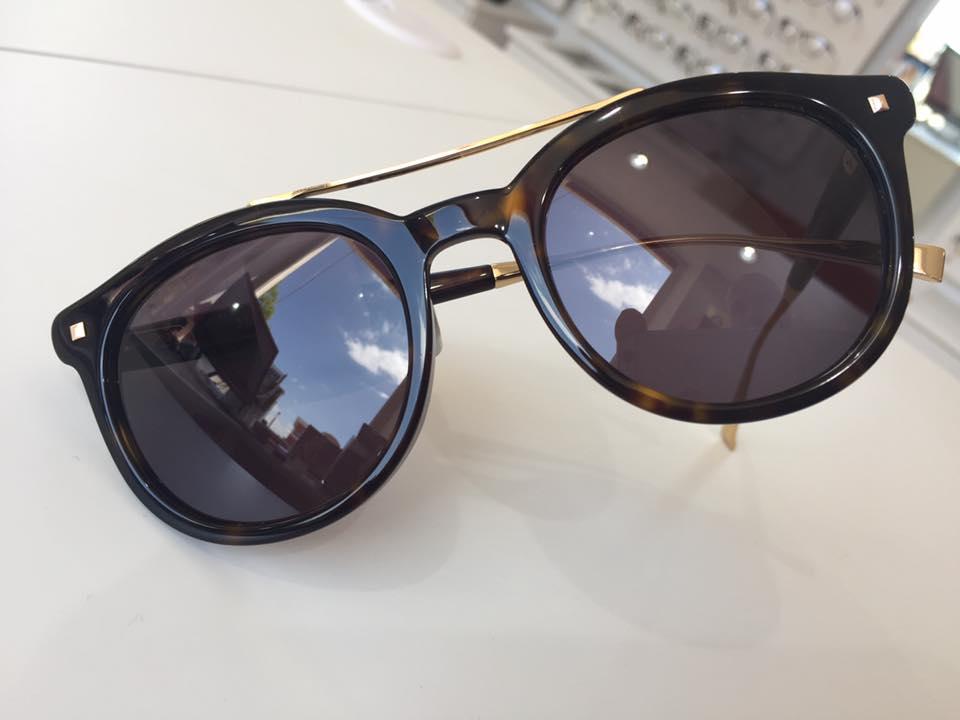 occhiali da sole marroni