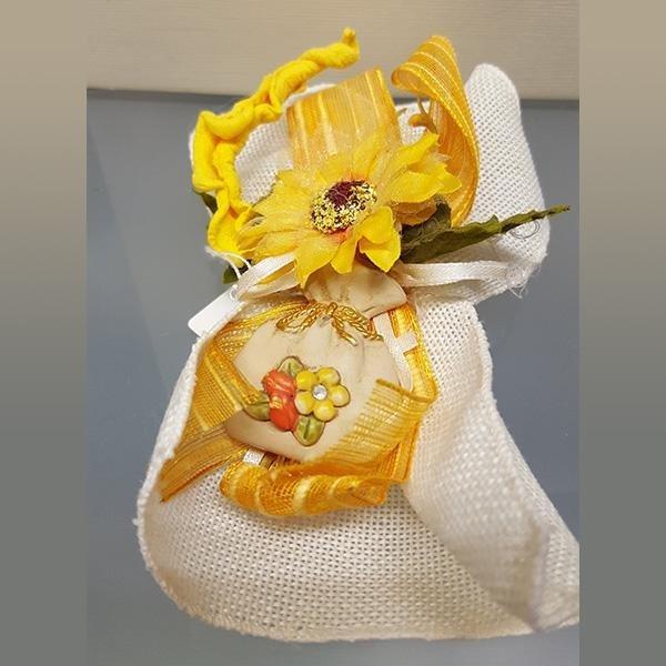 bomboniera gialla con calamita