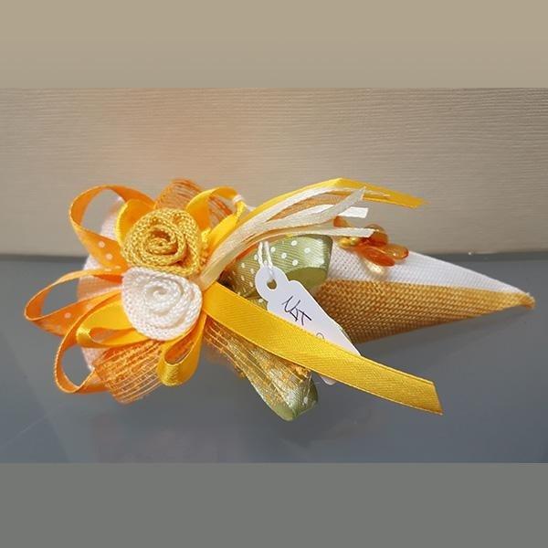bomboniera con fiori gialli
