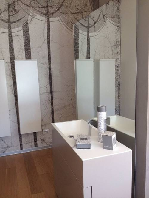 Bagno con specchio