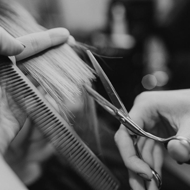 taglio capelli dalla parrucchiera
