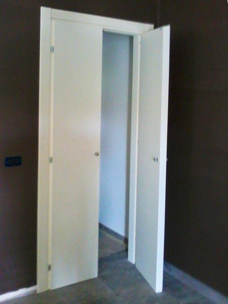costruzione di porte per interni a due