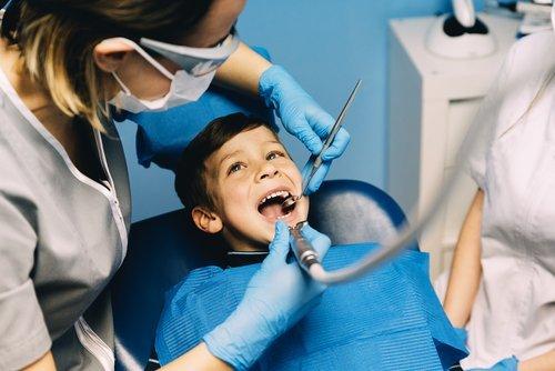 bambino dal dentista
