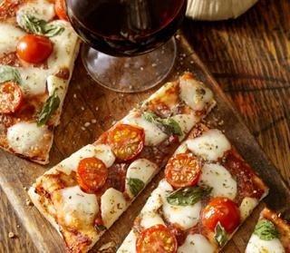 pizze cotte con ingredienti freschi di stagione