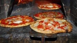 pizze col forno a legna