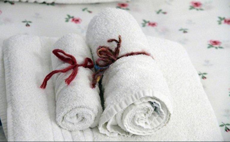 Due asciugamani arrotolati
