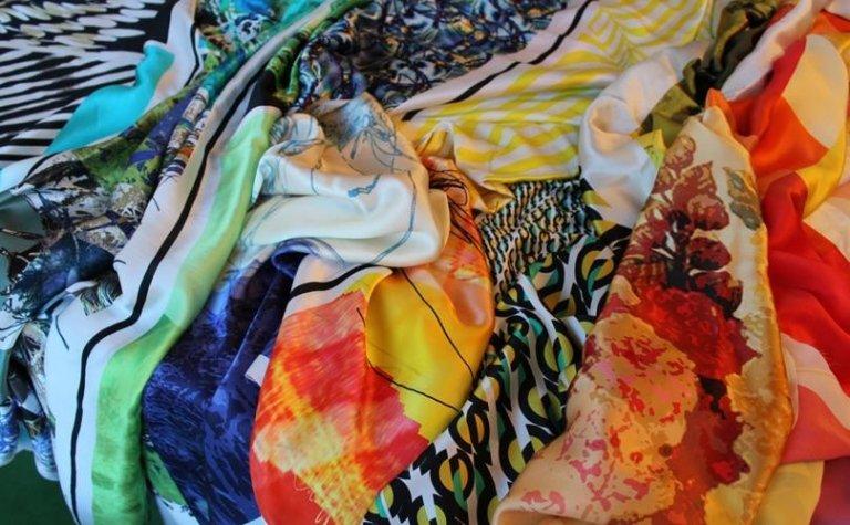 Vari tessuti, diversi colori, diverse stampati