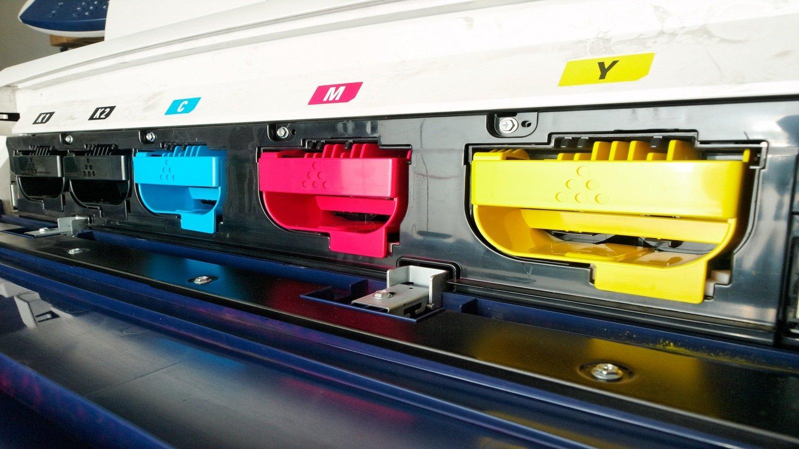 Deposito di colori di una macchina
