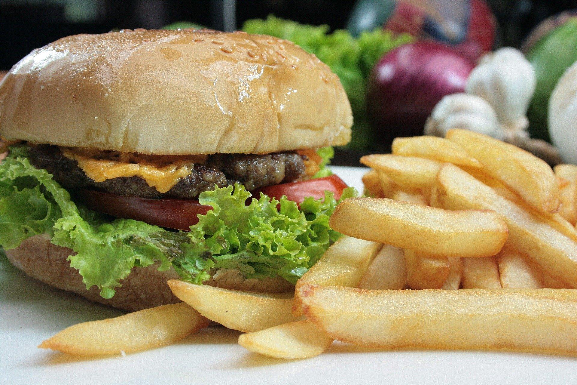 Duffy's Tavern Miami cheeseburger