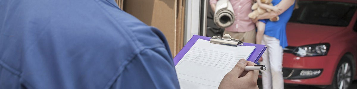 removalist with checklist